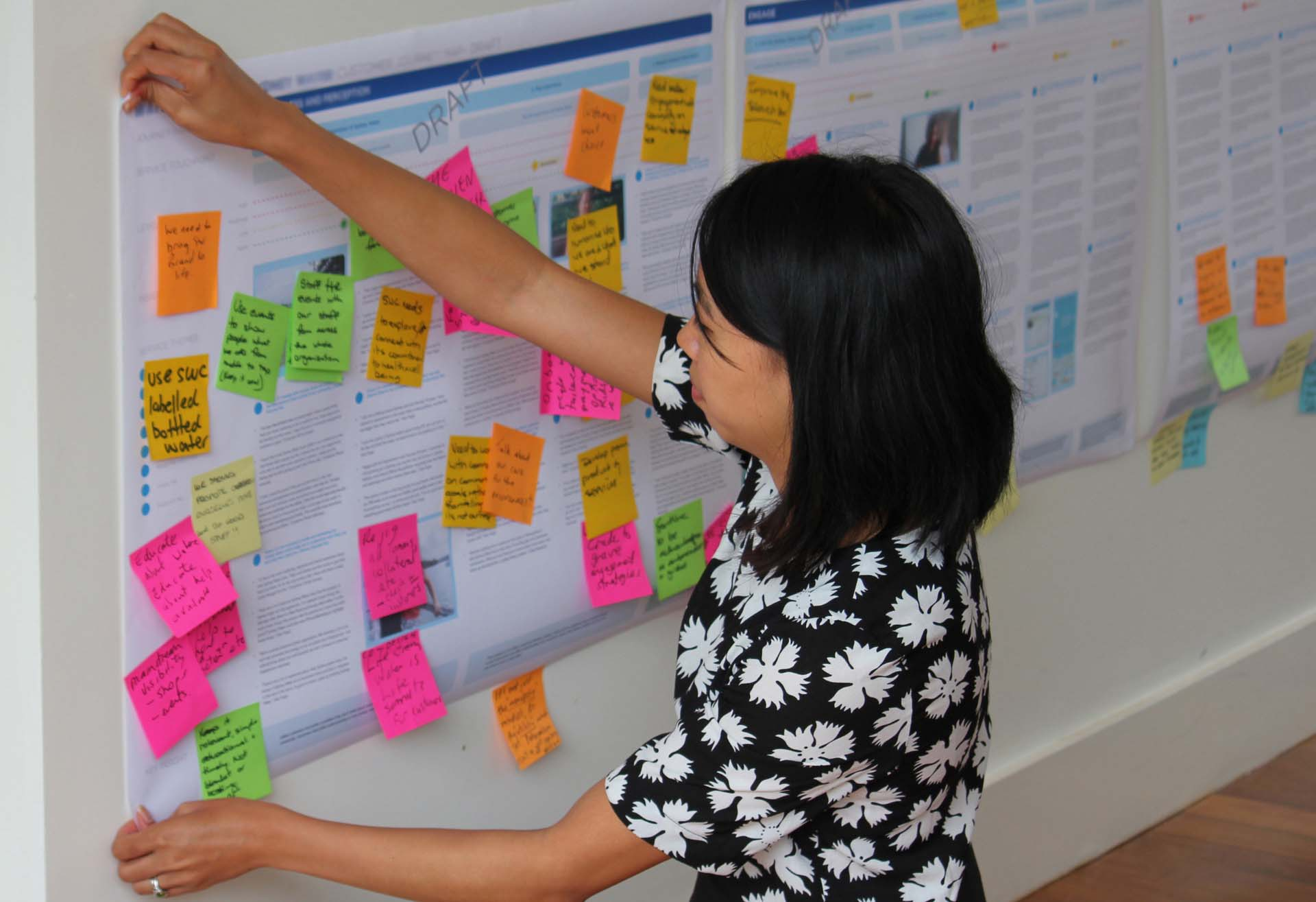 Proto employee pinning up a Service Design strategy